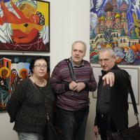 Художник Валерий Сопп и гости вернисажа выставки. Фото Виктора Борзых