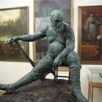 Скульптура Ивана Коржева и живопись Сергея Афонского. Фото Виктора Борзых