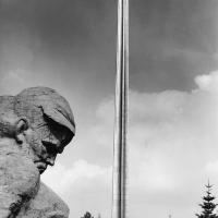 «Солдат». Бетон, высота 3 500. «Штык». Титан, высота 10 000, 1970 г.