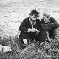 Село Константиново, малая родина С. Есенина. А. П. Кибальников и П. Ильин, 1960-е гг.