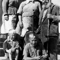 А.П. Кибальников с родными у себя на Родине