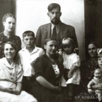 А.П. Кибальников в кругу семьи, Саратов, 1946 г.