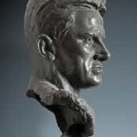 Портрет В. В. Маяковского. Бронза, 52х37х33, Москва, 1956 г. Собственность В. А. Кибальниковой