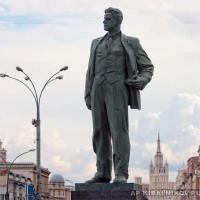 Памятник В. В. Маяковскому на Триумфальной площади Москвы.
