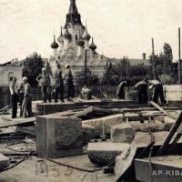 Установка постамента памятника Н. Г. Чернышевскому, Саратов, 1953 г.