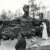 У памятника С. Есенину, Рязань, 1975 г.