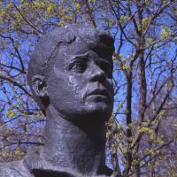 Фрагмент памятника Сергею Есенину в Рязани