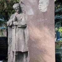 Надгробный памятник драматургу Н. Погодину. Гранит, Новодевичье кладбище, Москва, 1962 г. Фотографии 2012 г.