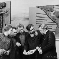 Творческая группа за работой над проектом памятника В.И. Ленину. Слева направо: Г. Левицкая, В. Бобыль, Л. Головницкий, А.П. Кибальников, М. Бабурин