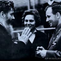 А. П. Кибальников с Ю. А. Гагариным, начало 1960-х гг.