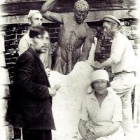 Снятие формы со скульптуры «Мцыри», Курск, 1939-1940 гг.