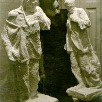 С вариантами скульптуры «Непокоренный». Саратов, 1945-1946 гг.