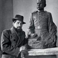 У работы «Портрет гвардии сержанта Б. Лисина». Саратов, 1946 г.
