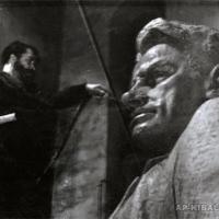 У модели памятника В. В. Маяковскому,1958 г.