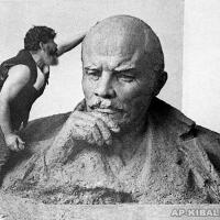 Работа над скульптурой В.И. Ленина